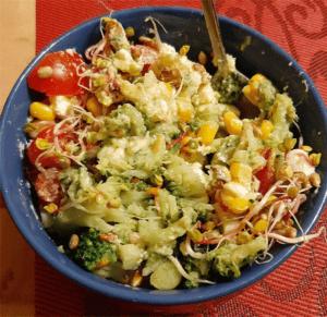 Dietozalezni_salatka-z-brokulem